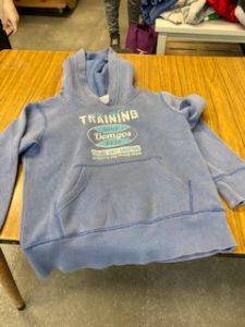 K1: grijze hoody (training)